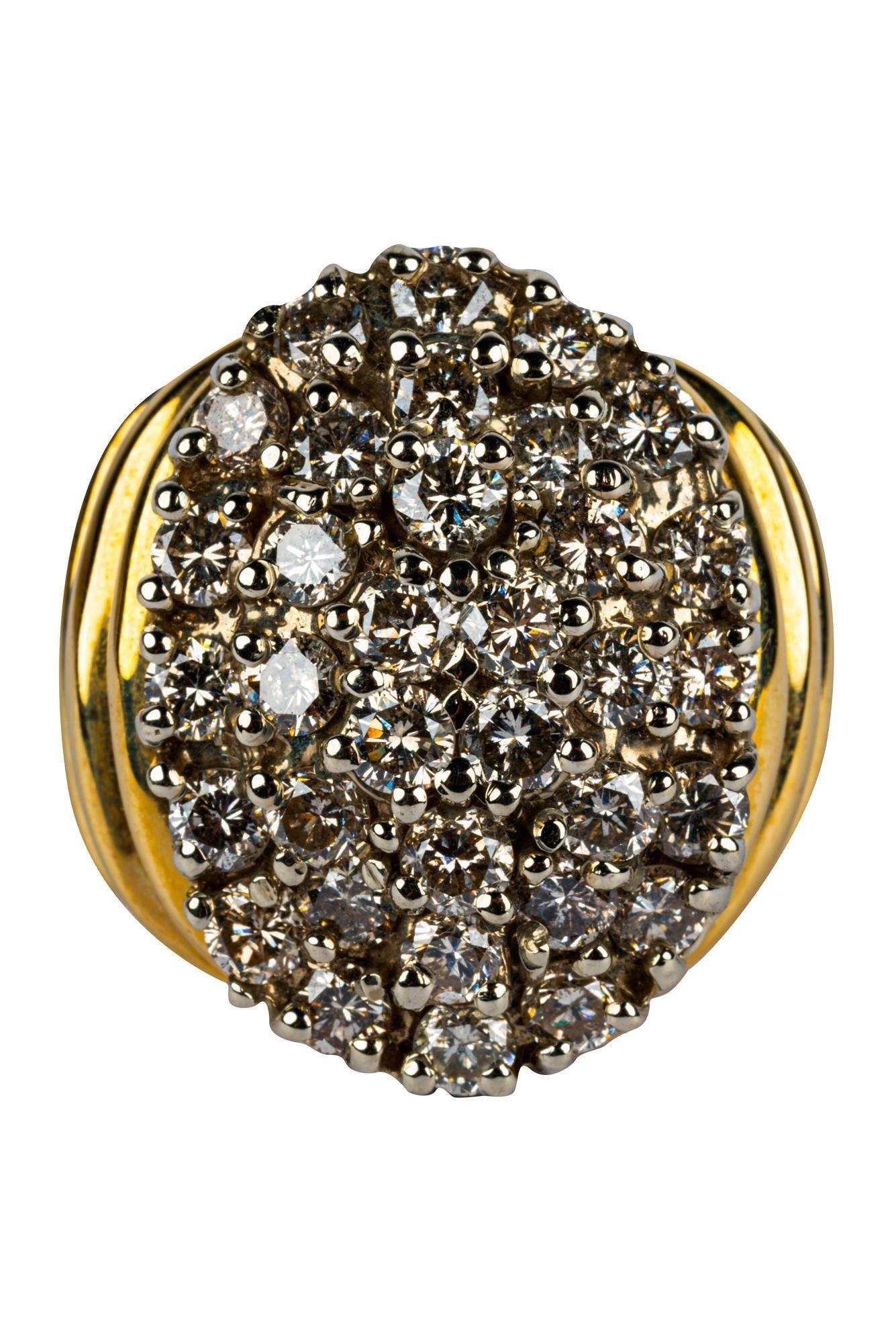 14 KARAT YELLOW GOLD & DIAMOND CLUSTER RING