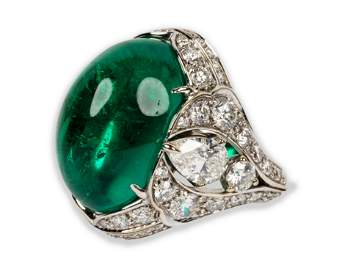 GRAFF 18 KARAT WHITE GOLD, EMERALD, & DIAMOND RING