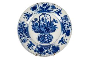SIX CHINESE BLUE & WHITE EXPORT PORCELAIN PLATES