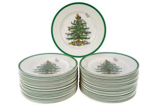 LOT OF CHRISTMAS SPODE DINNER PLATES