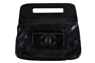 CHANEL BLACK QUILTED CLUTCH