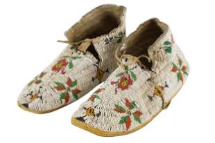 PAIR OF AMERICAN INDIAN BEADED LEATHER MOCCASINS