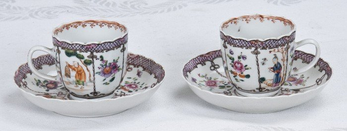 1: PAIR OF CHINESE EXPORT PORCELAIN CUPS AND SAUCERS