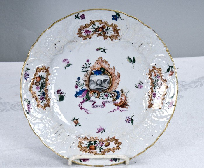 3: CHINESE EXPORT PORCELAIN ARMORIAL PLATE