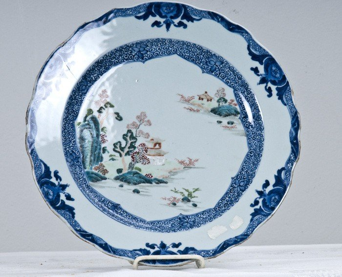 8: CHINESE EXPORT PORCELAIN CHARGER