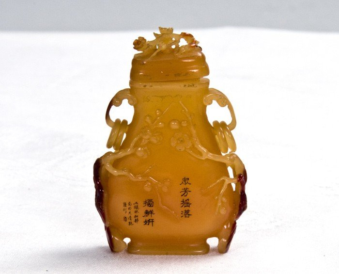525: CHINESE CARVED HORNBILL SNUFF BOTTLE
