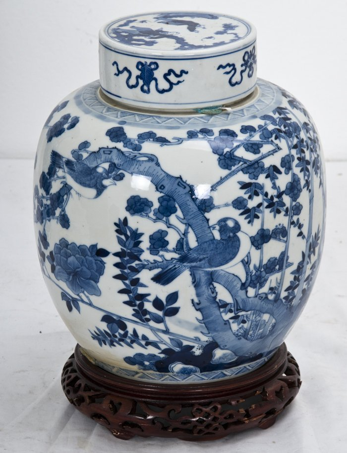 16: CHINESE BLUE AND WHITE PORCELAIN GINGER JAR