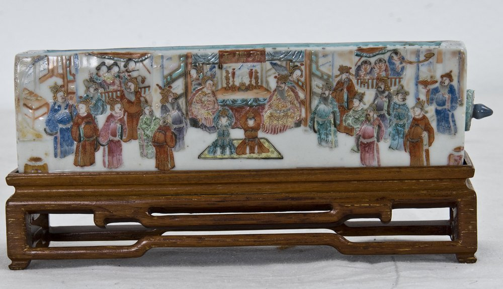 CHINESE FAMILLE ROSE PORCELAIN CRICKET CAGE