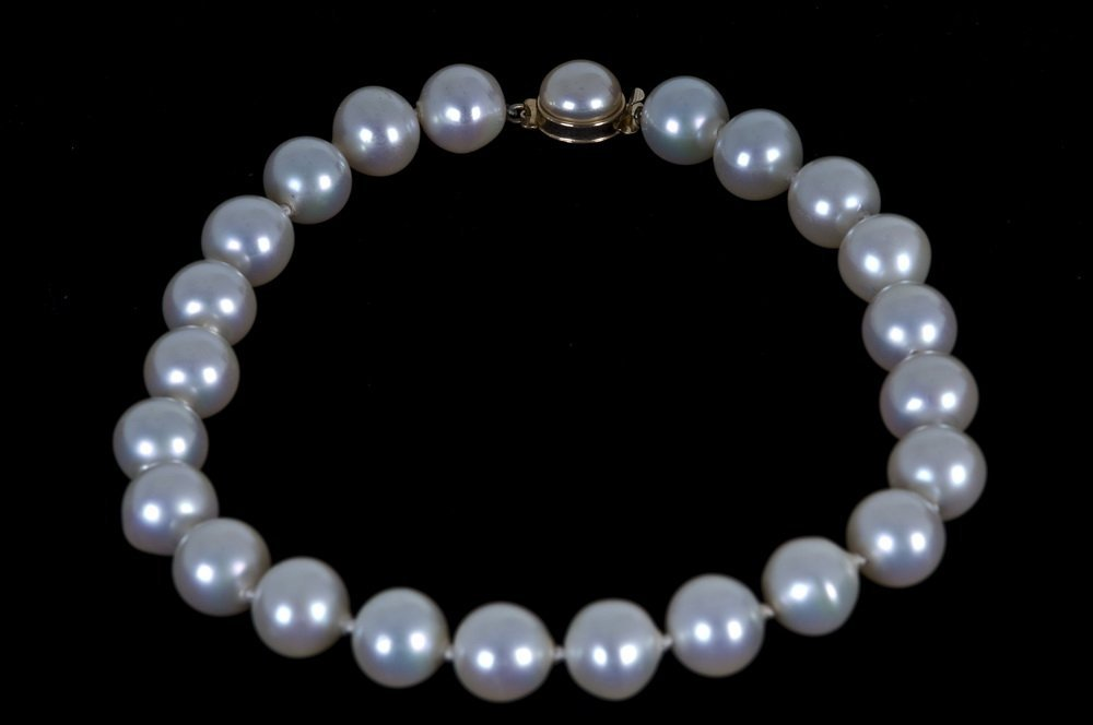 CHRISTIAN DIOR LARGE FAUX PEARL NECKLACE