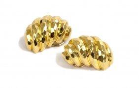 HENRY DUNAY: PAIR OF 18 KARAT HAMMERED GOLD EARRINGS