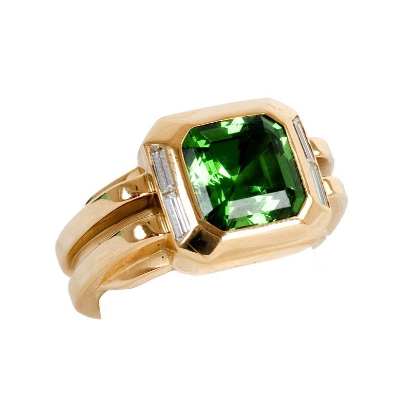 TIFFANY & CO. 18 KARAT GOLD, TSAVORITE & DIAMOND RING