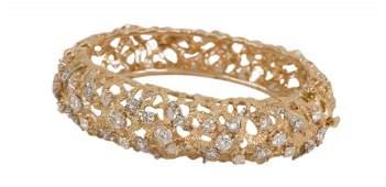 18 KARAT GOLD  DIAMOND BANGLE BRACELET