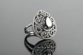 18 KARAT WHITE GOLD AND BLACK & WHITE DIAMOND RING