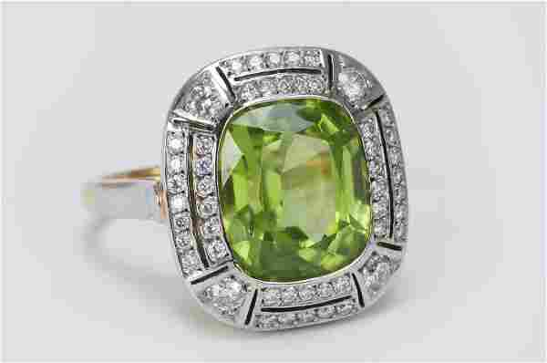 18 KARAT WHITE GOLD, PERIDOT, & DIAMOND RING