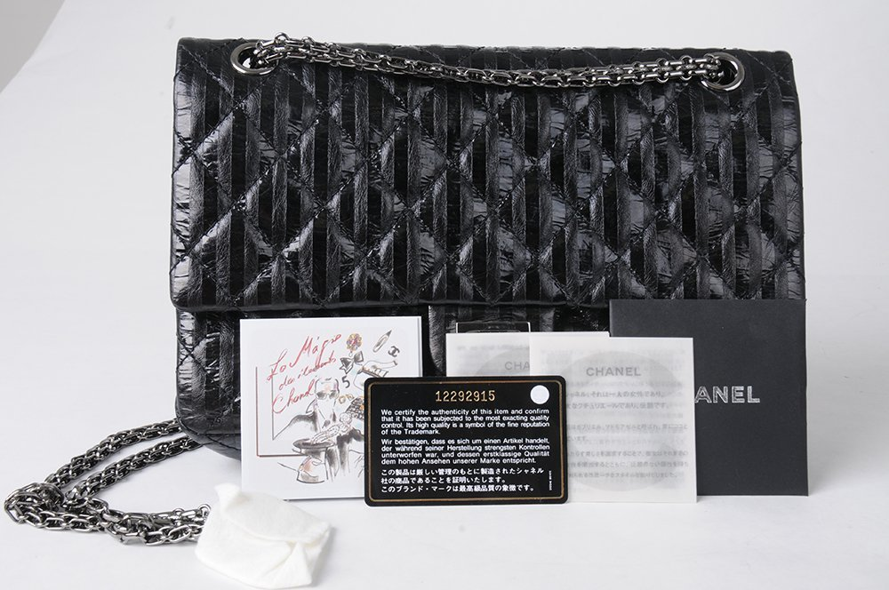 CHANEL BLACK QUILTED 2.55 REISSUE FLAP BAG - 3