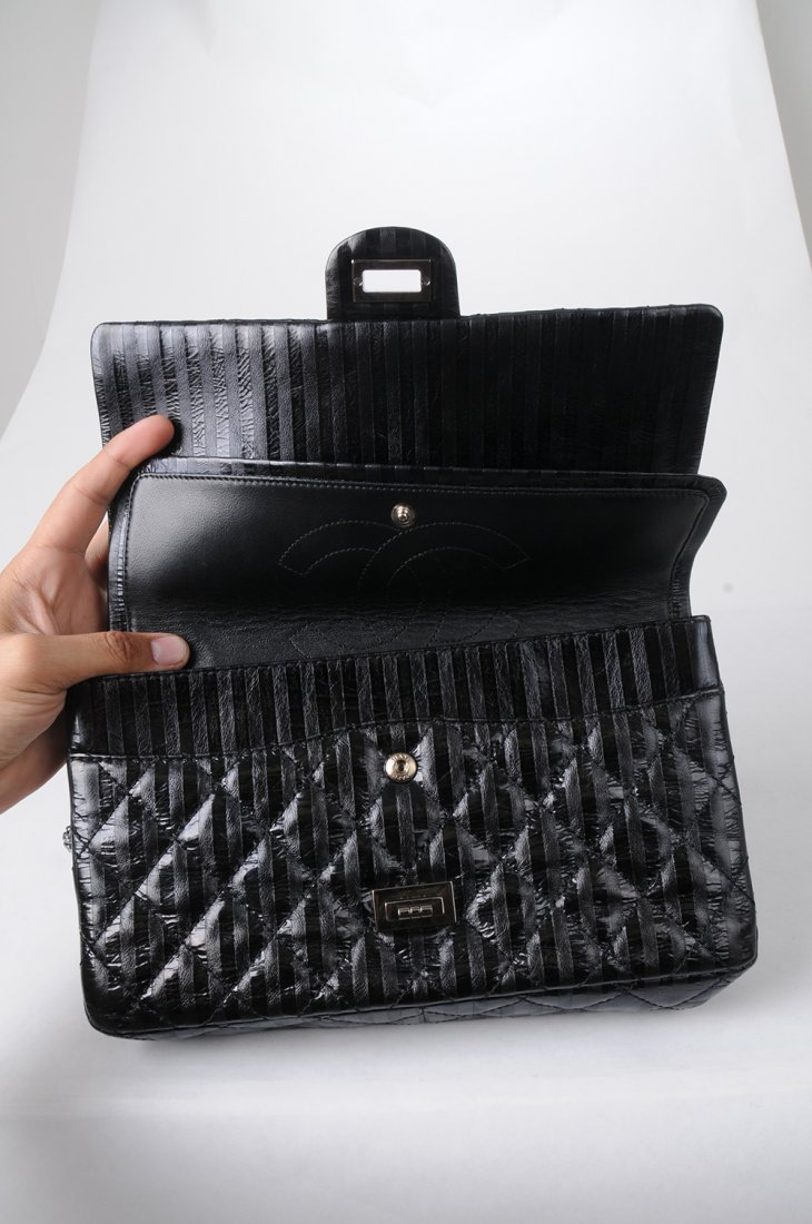CHANEL BLACK QUILTED 2.55 REISSUE FLAP BAG - 5