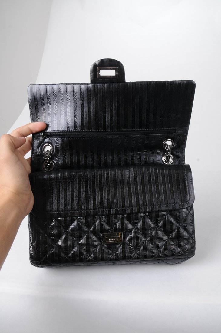 CHANEL BLACK QUILTED 2.55 REISSUE FLAP BAG - 6