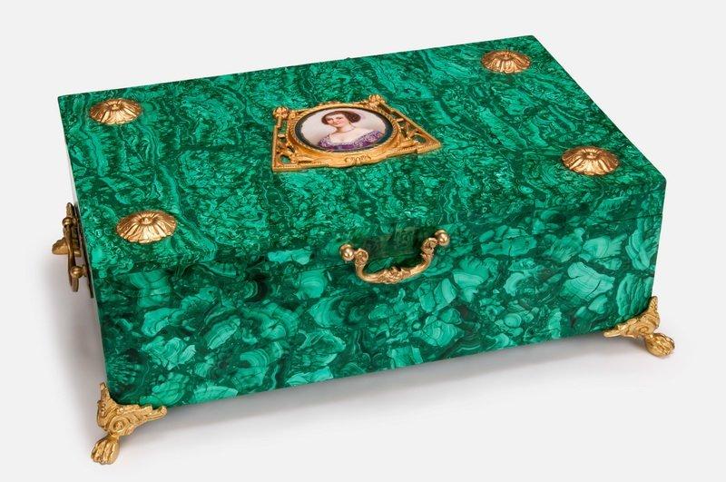 ORMOLU MOUNTED MALACHITE BOX