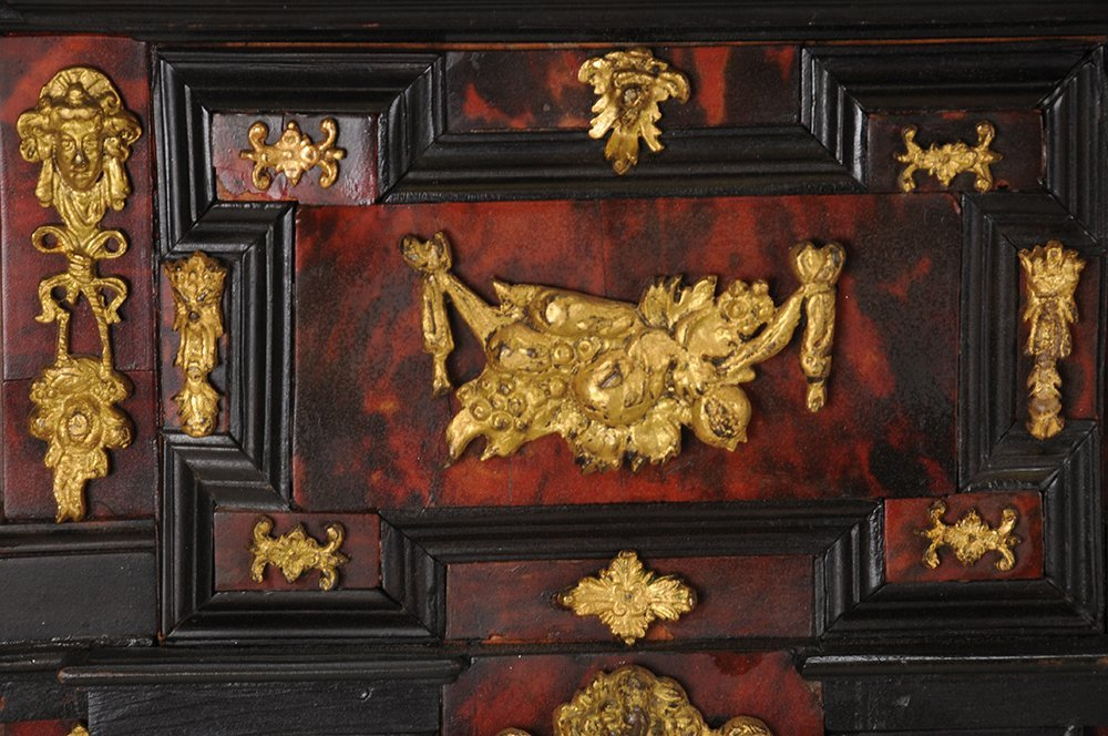 SPANISH INLAID VARGUENO ON STAND - 10