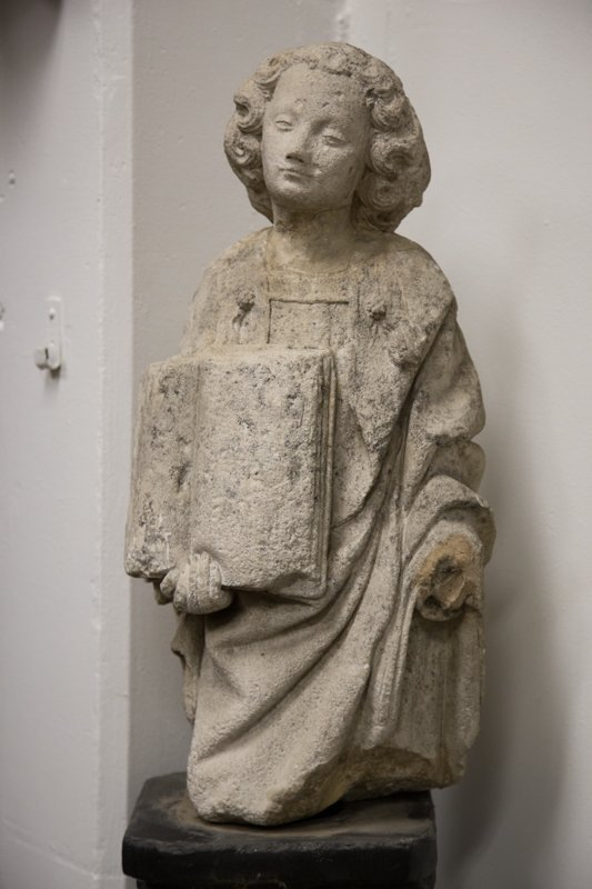 CARVED STONE FIGURE OF ST. ETIENNE - 7
