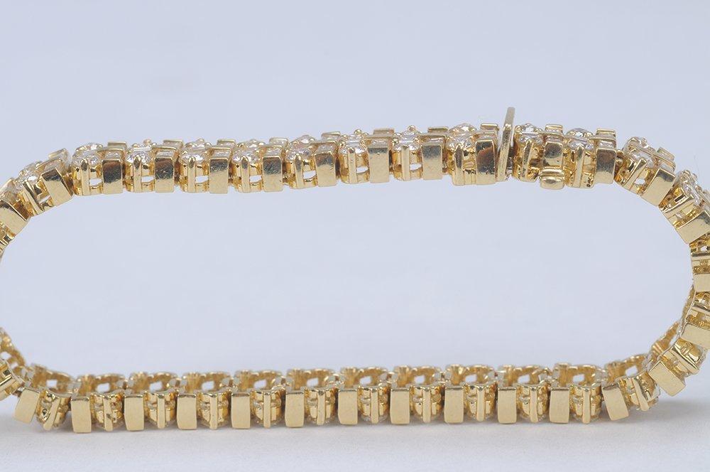 18 KARAT GOLD & DIAMOND BRACELET - 4