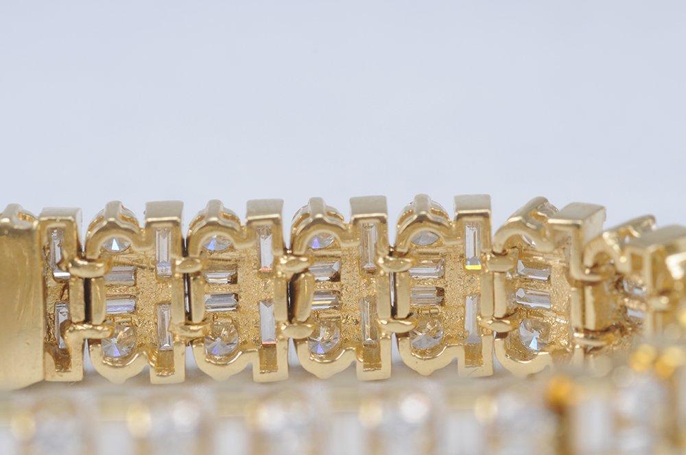 18 KARAT GOLD & DIAMOND BRACELET - 5
