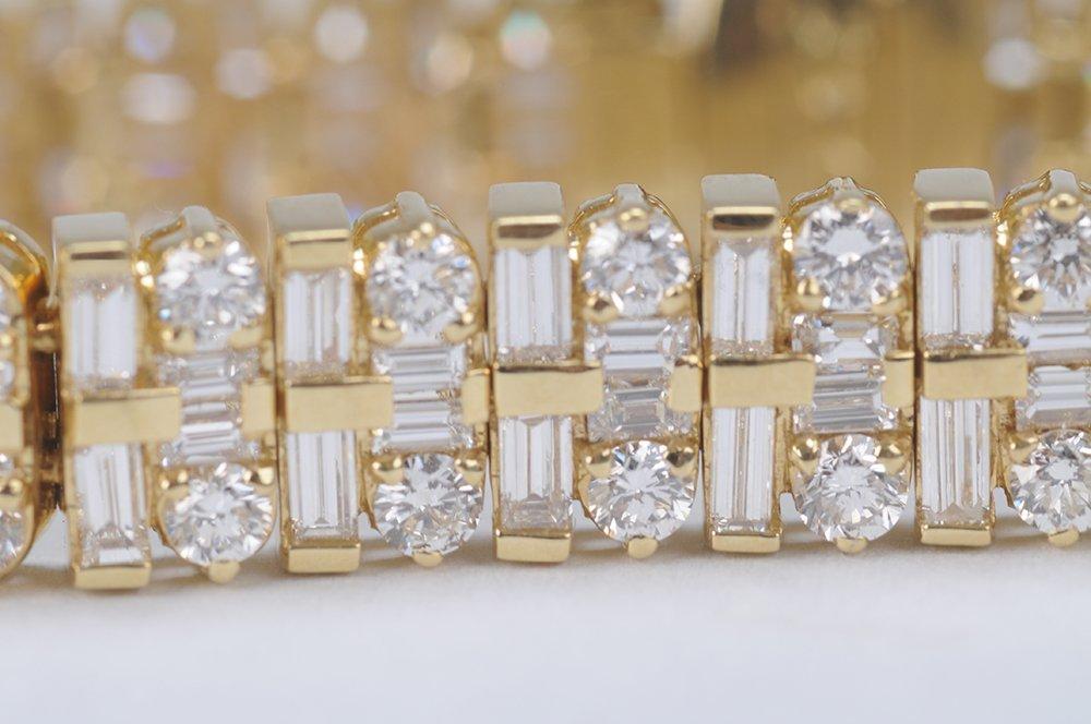 18 KARAT GOLD & DIAMOND BRACELET - 6