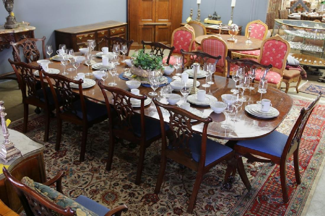GEORGE III MAHOGANY EXTENSION DINING TABLE
