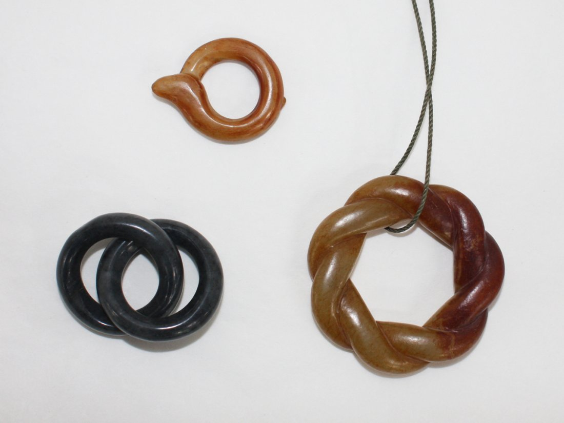 107: Chinese russet jade twisted circular pendant