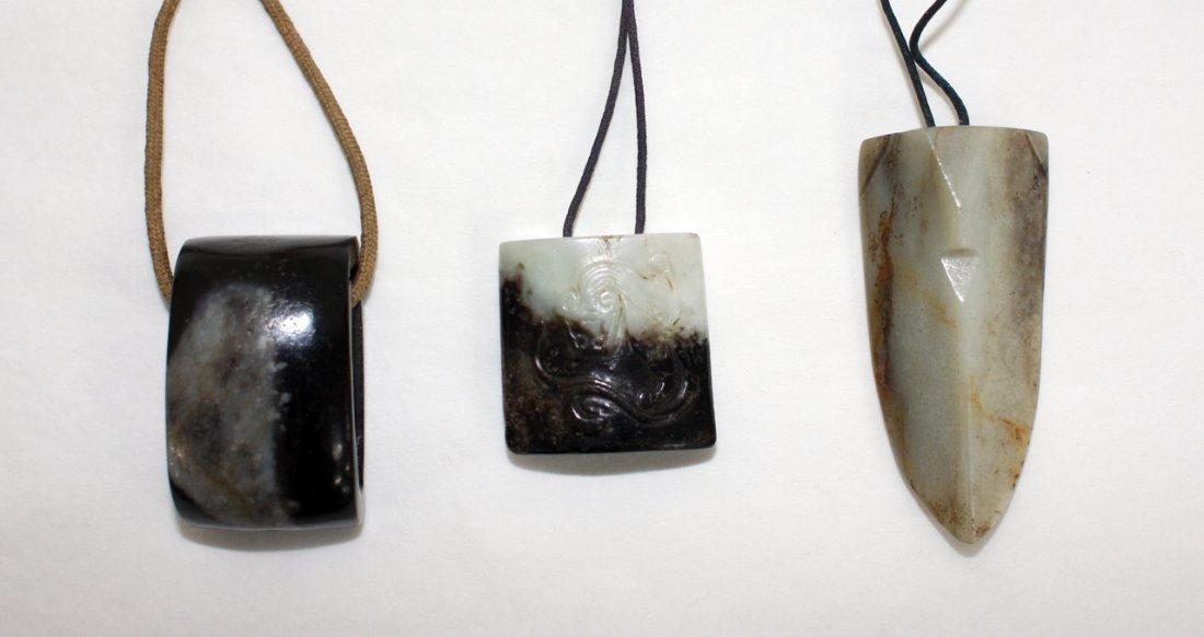 115: Chinese grey and black jade sword slide