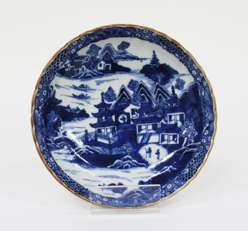 Chinese export blue and white saucer dish