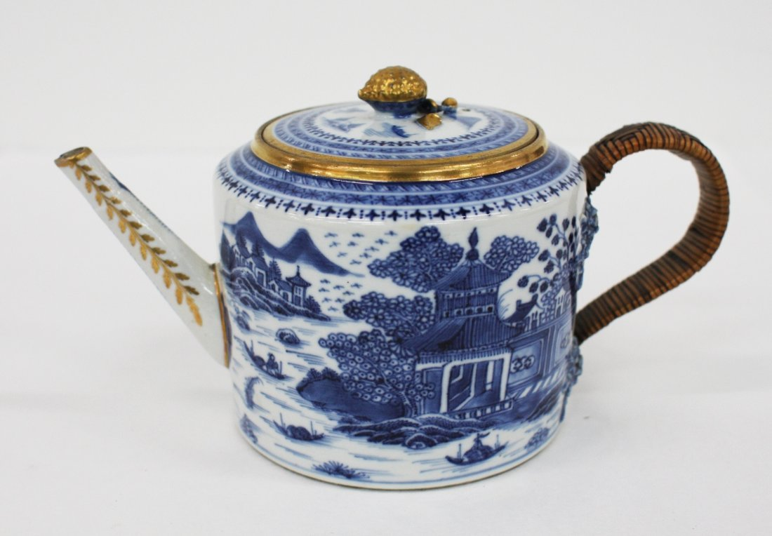 Chinese export blue and white lidded teapot