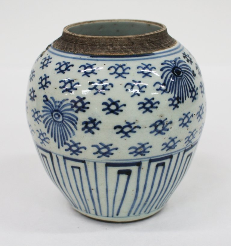 18th century Chinese blue and white ginger jar