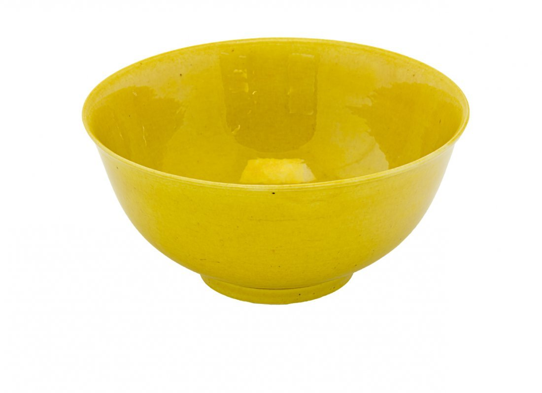 Fine Chinese monochrome yellow bowl,