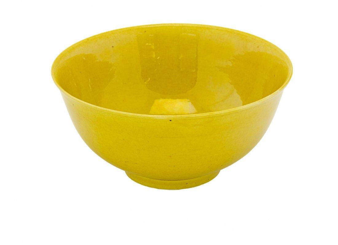 Fine Chinese monochrome yellow bowl,