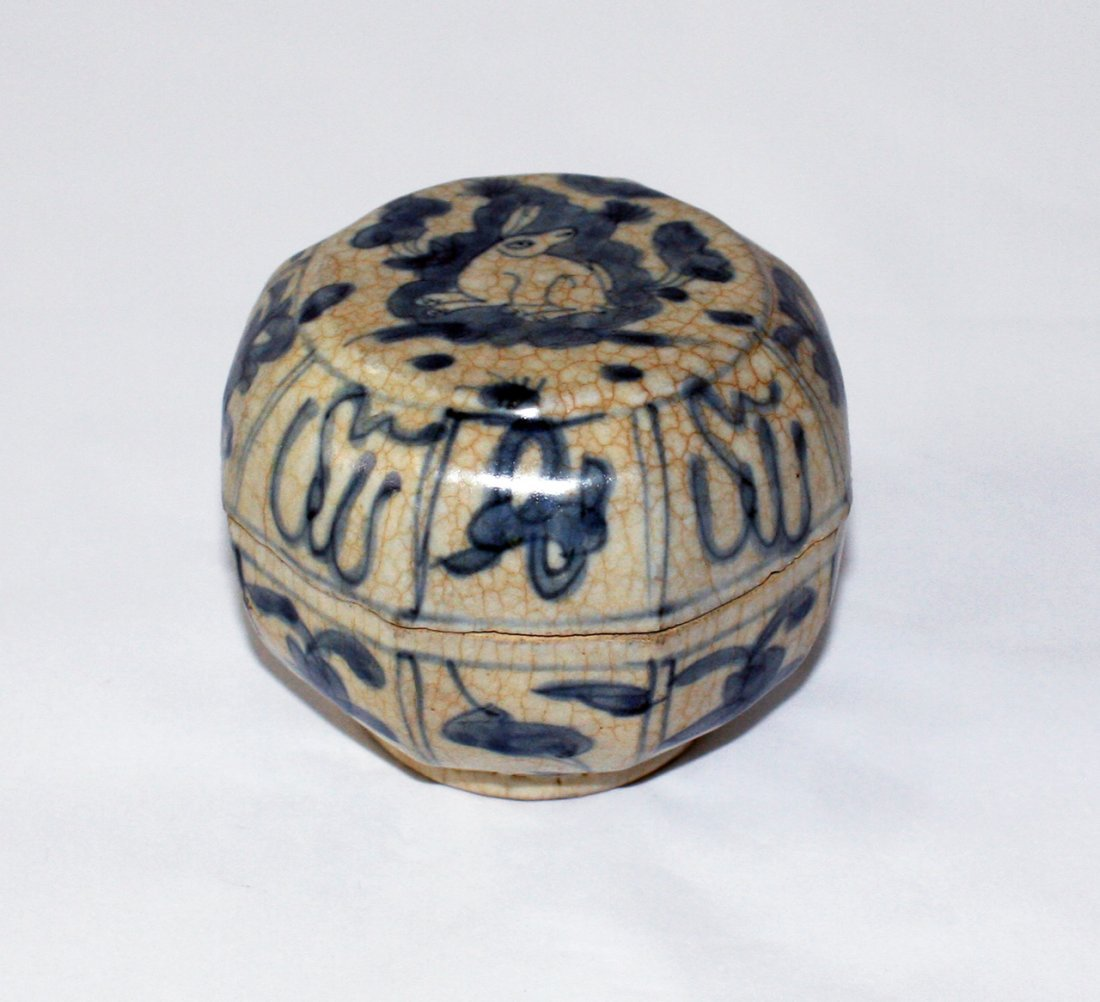 Chinese blue and white octagonal box and cover