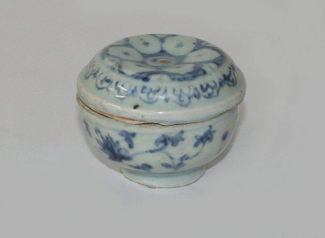 Small Chinese blue and white box