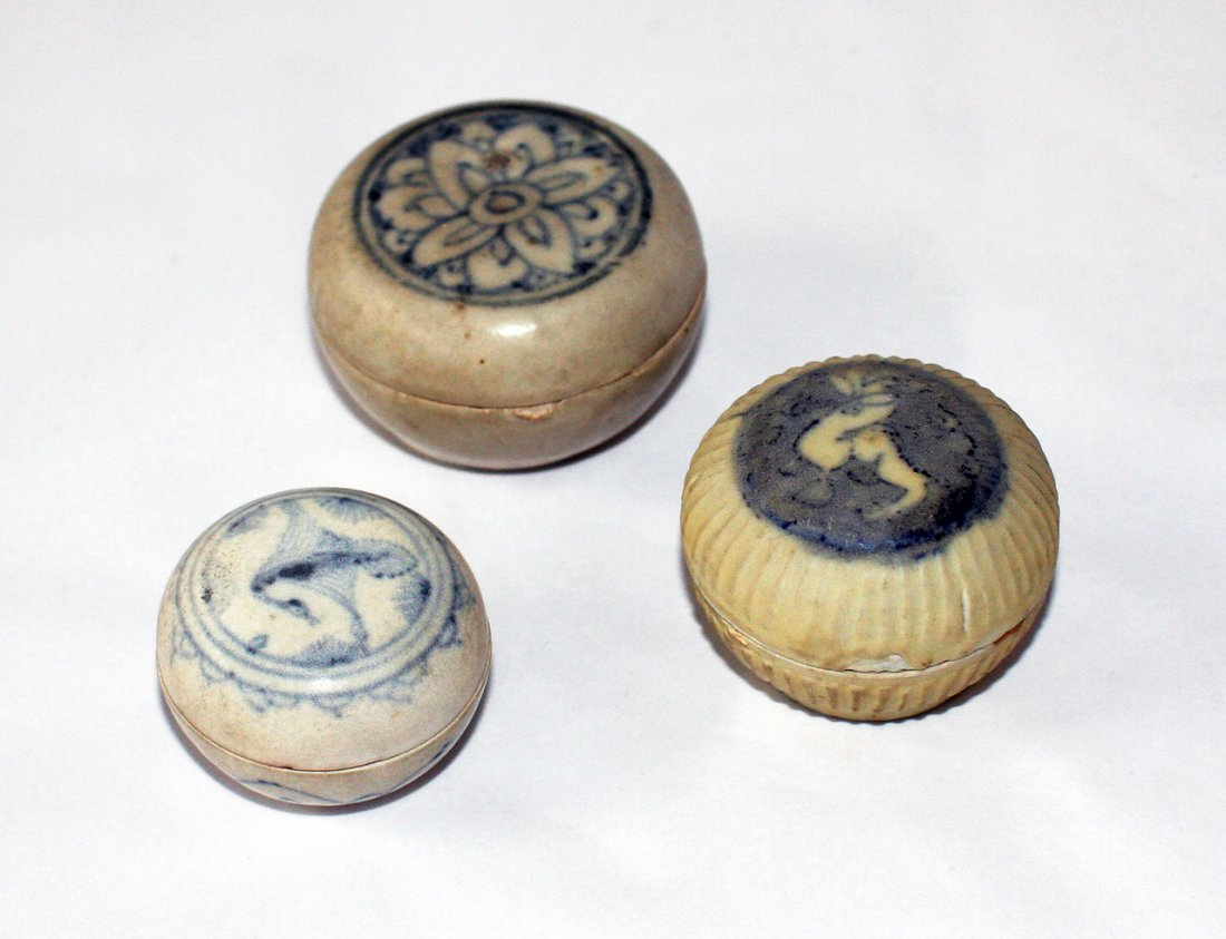 Three Chinese miniature shipwreck blue and white boxes