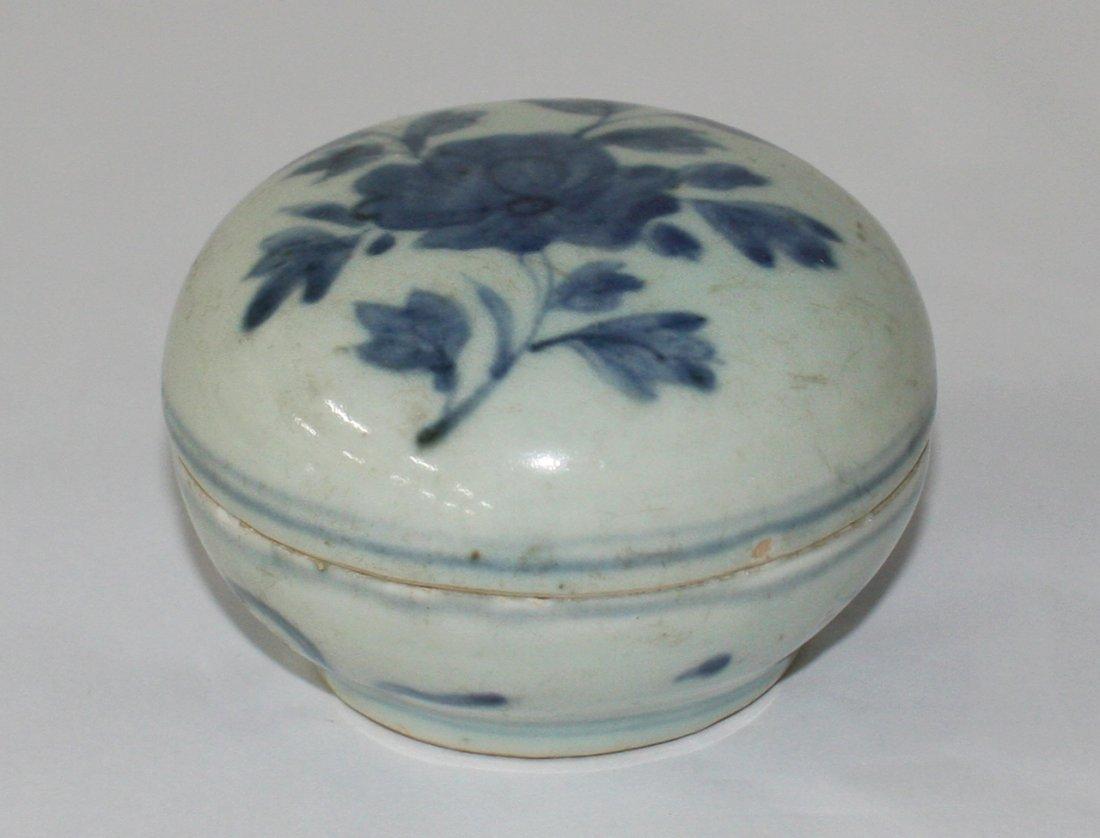 Chinese blue and white box and cover