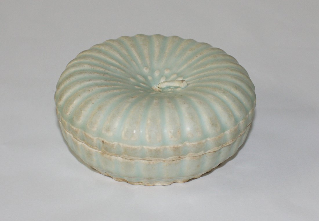 Chinese qingbai gourd-shaped box and cover