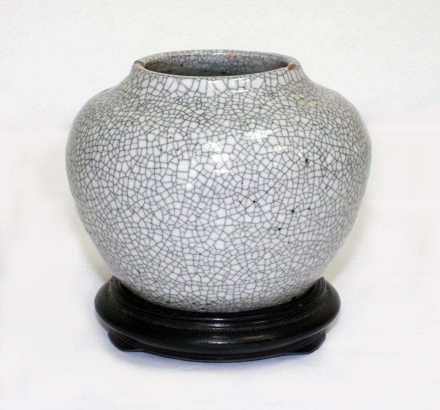 Chinese Song-style crackled glaze vase