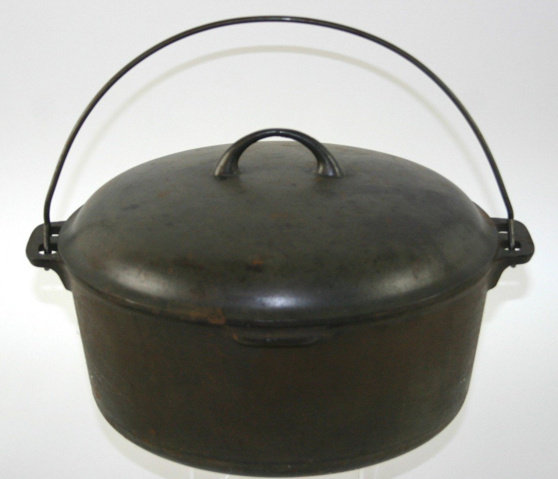 10: Cast Iron Kettle, Merit 10 Stamped On Lid, Bale Han