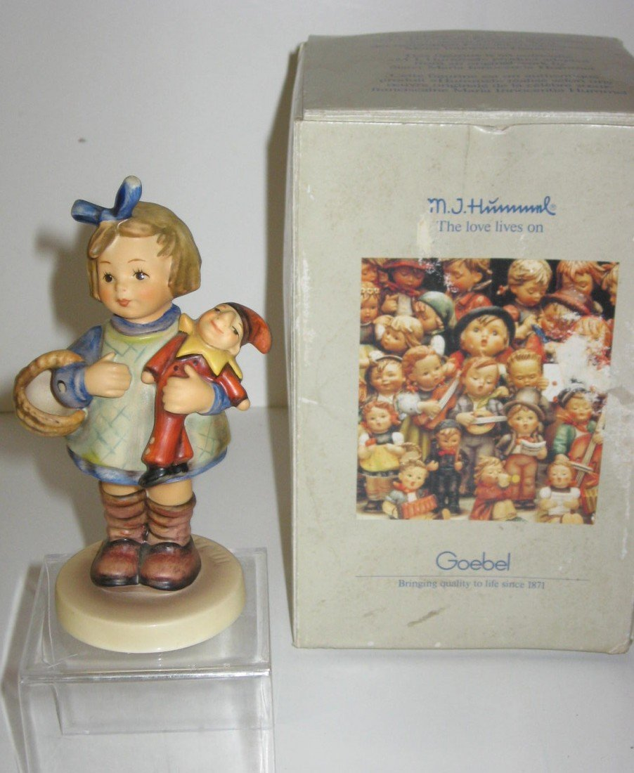 14D: Hummel What Not with box