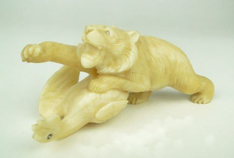 13: RARE VINTAGE WALRUS IVORY FIGURAL CARVING