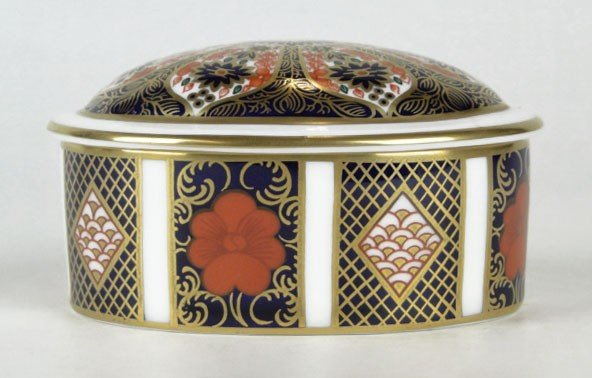 8: ROYAL CROWN DERBY OVAL COVERED BOX