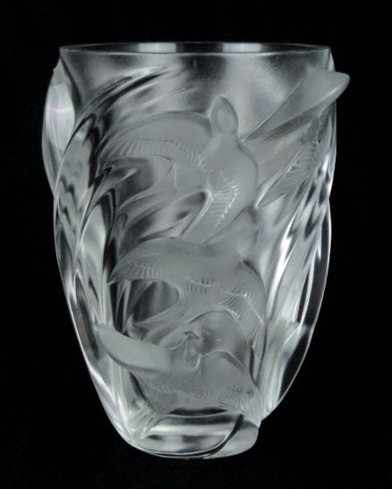 21: LALIQUE CRYSTAL MARTINETS VASE
