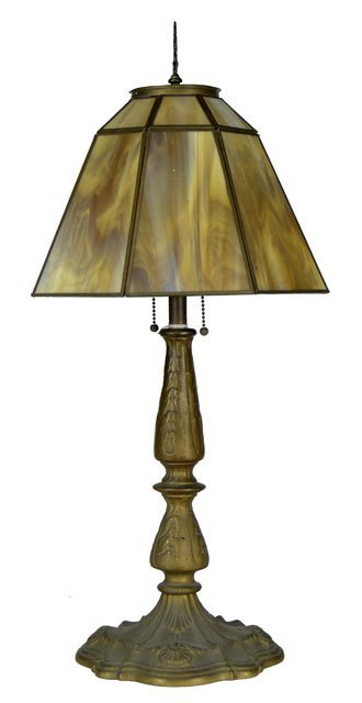 15: CARAMEL COLOR SLAG GLASS TABLE LAMP