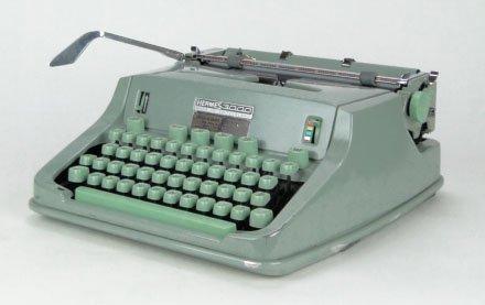 15: HERMES 3000 STANDARD VINTAGE TYPEWRITER IN CASE SWI