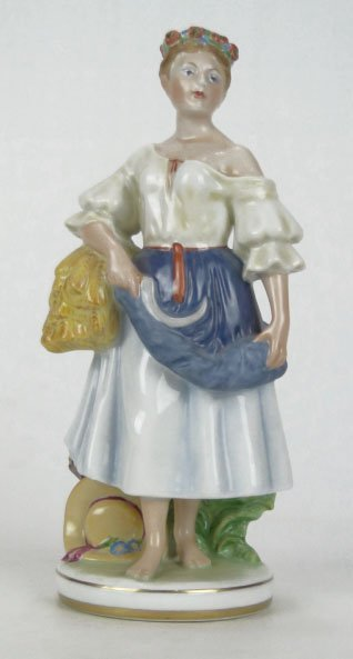 10: LARGE HEREND FIGURINE OF A FARM GIRL