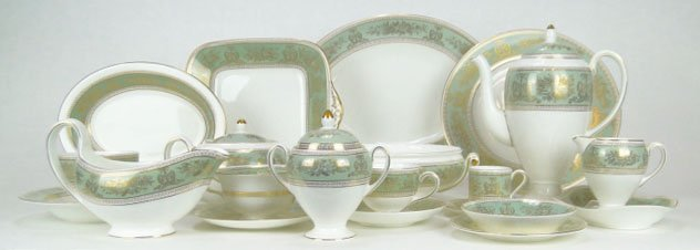 10A: PARTIAL SET WEDGWOOD GOLD COLUMBIA SAGE GREEN